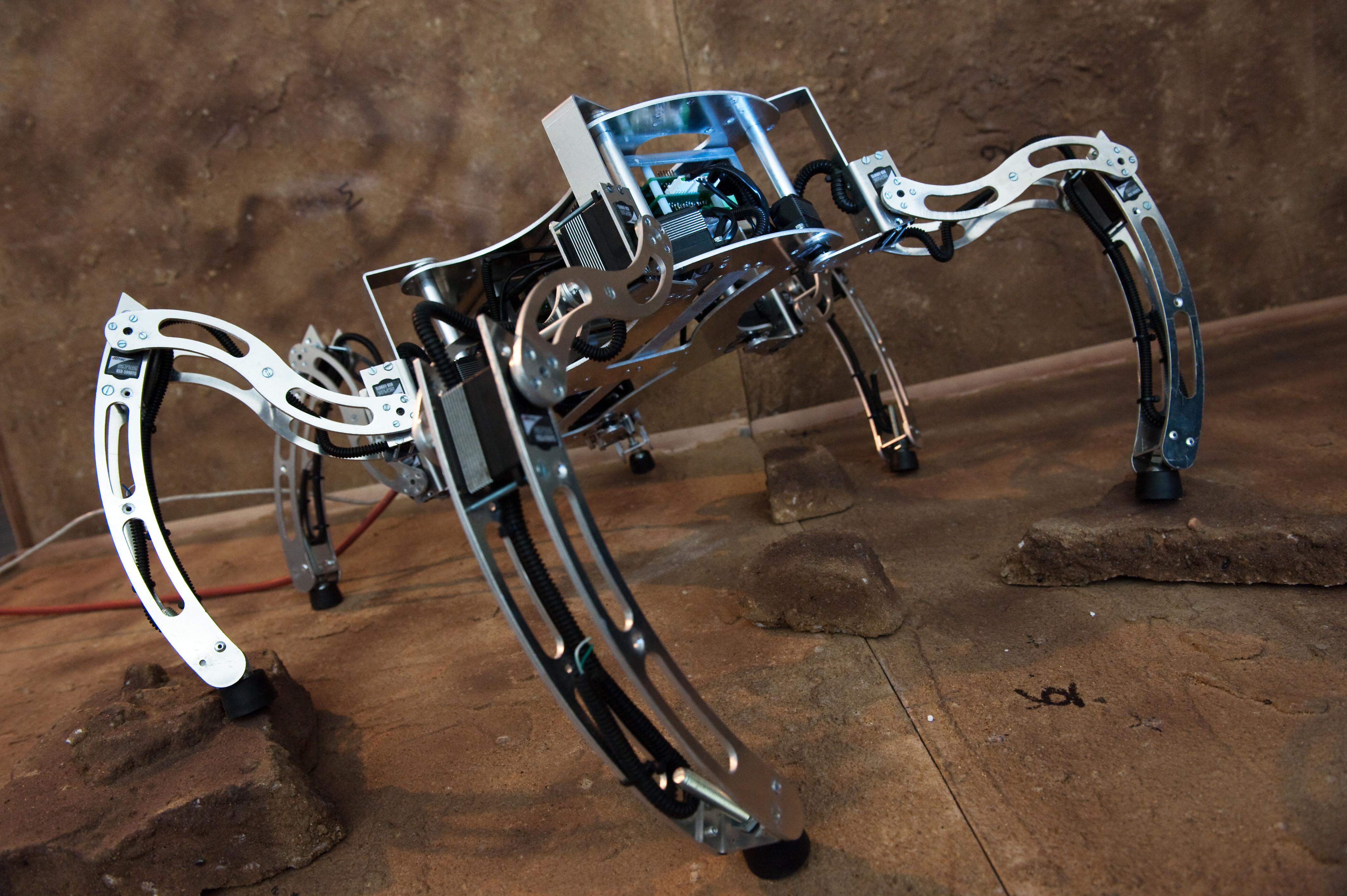 1. MESSOR - autonomiczny robot kroczący do eksploracji budynków skonstruowany na Politechnice Poznańskiej